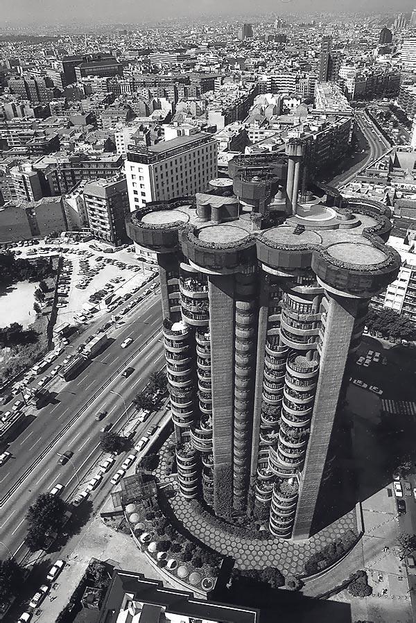 torres-blancas-icono-de-la-arquitectura-madrilena-004