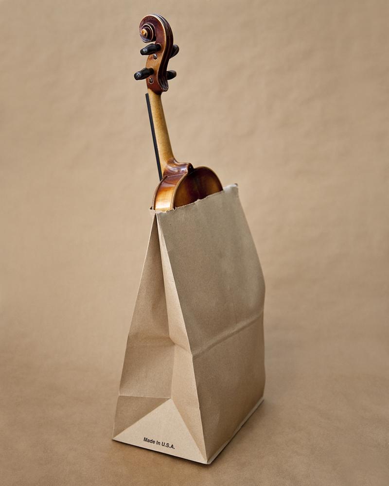 En Utah nadie puede caminar por la calle con una bolsa de papel que contenga un violín.