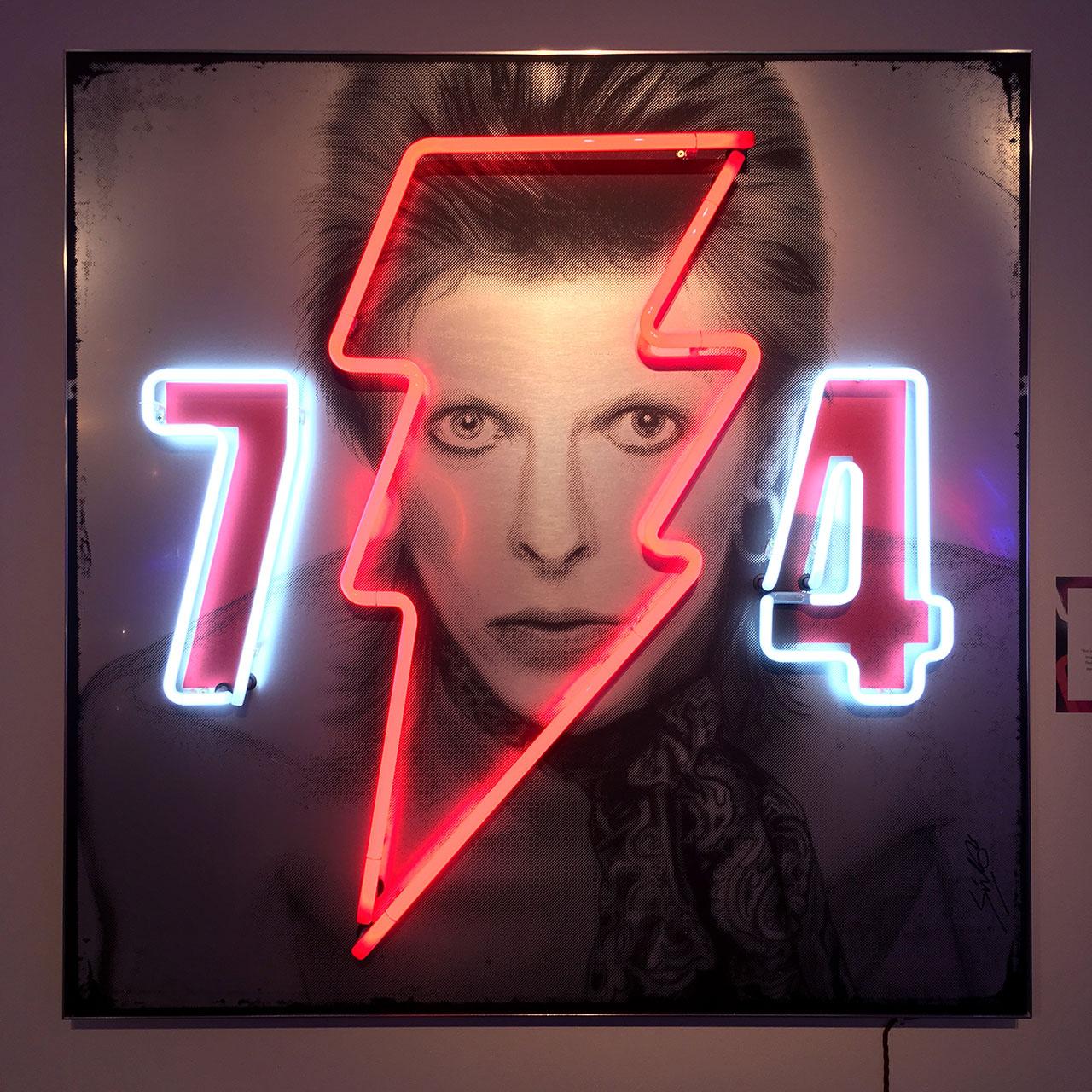 homenaje-david-bowie-neon-01