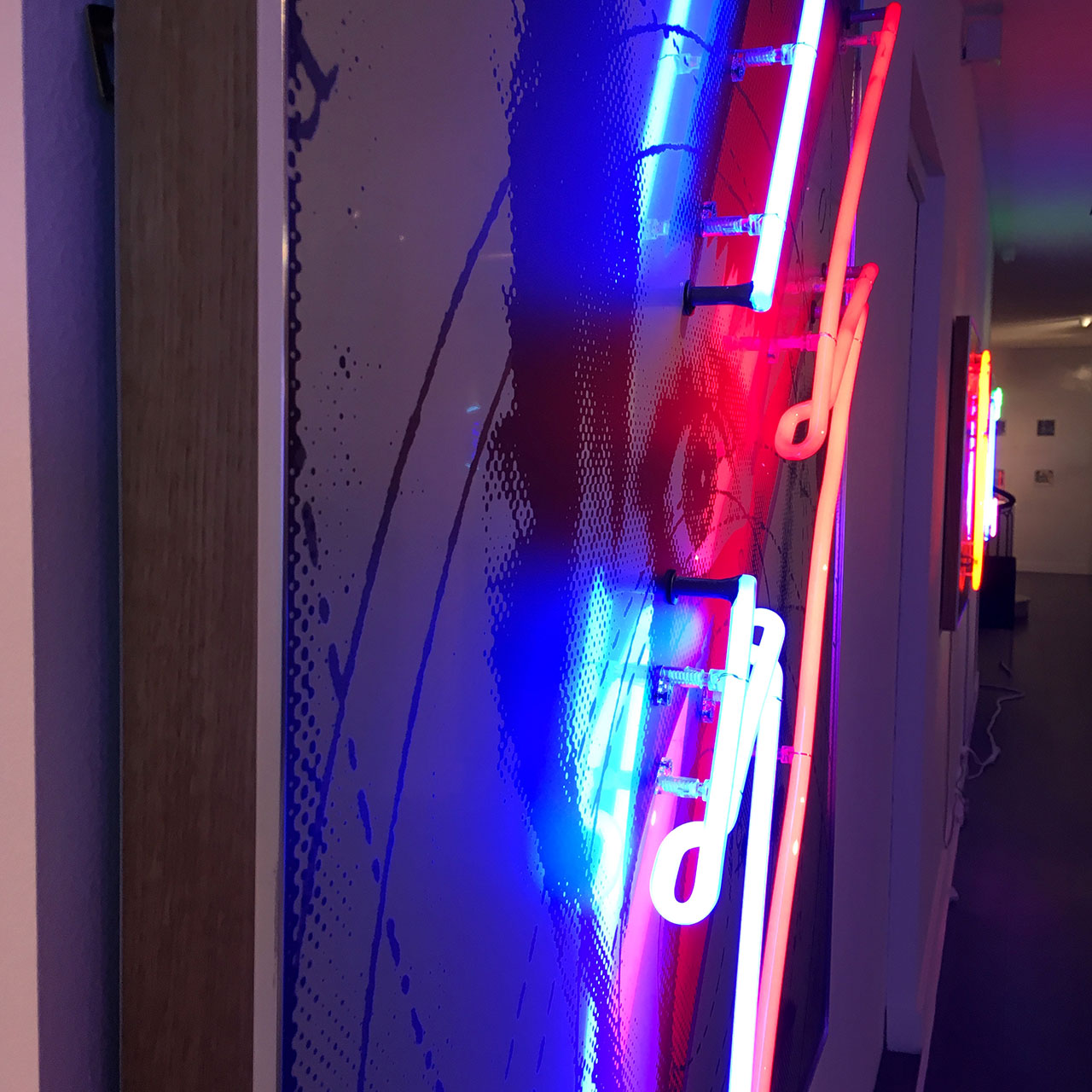 homenaje-david-bowie-neon-03