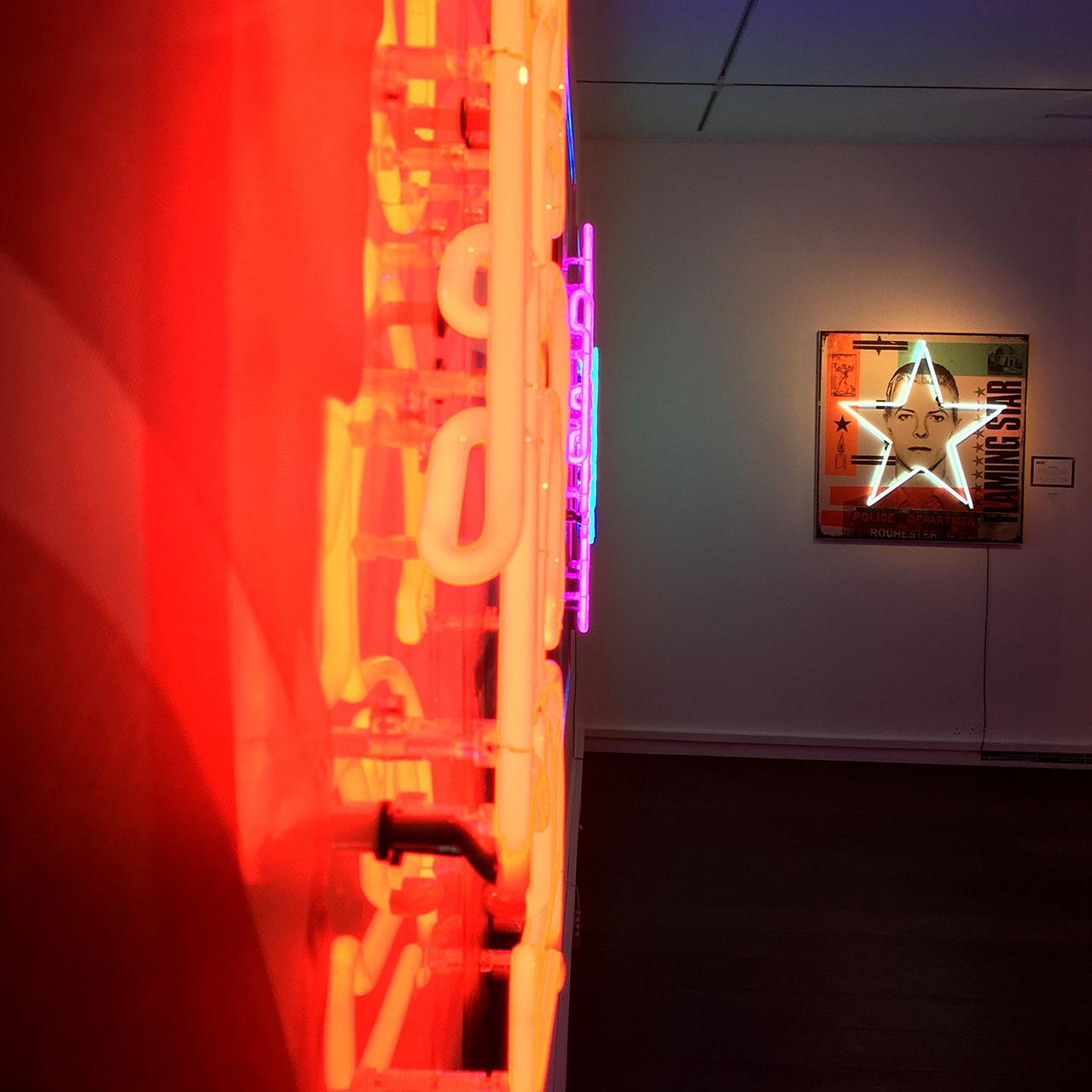 homenaje-david-bowie-neon-04