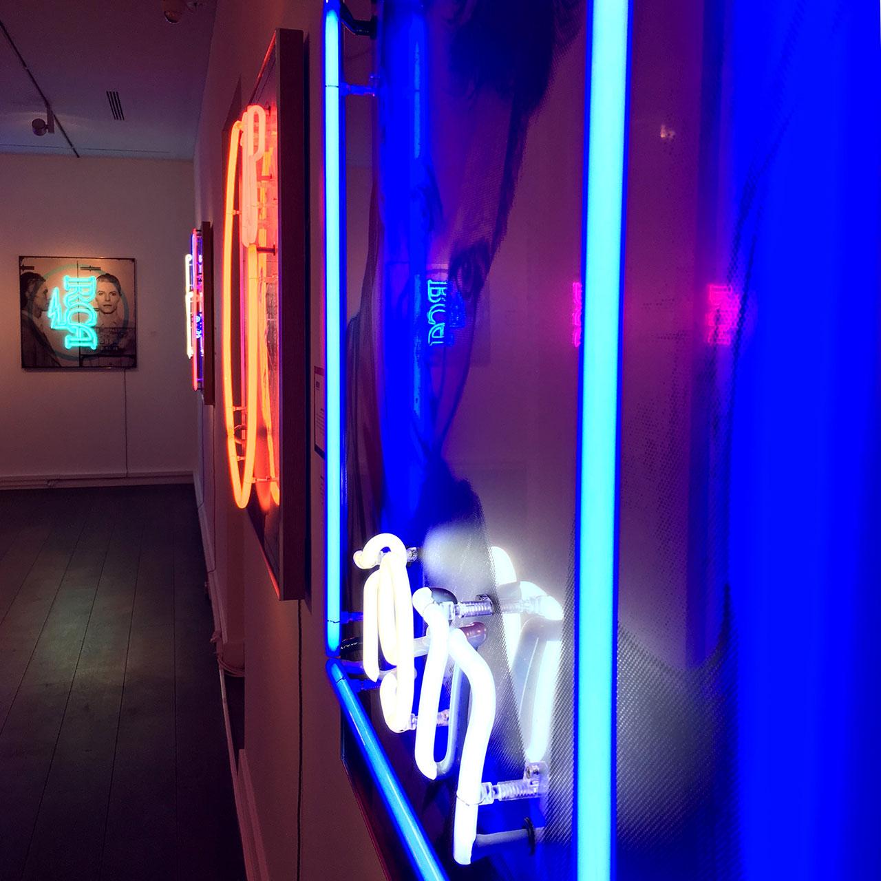 homenaje-david-bowie-neon-06