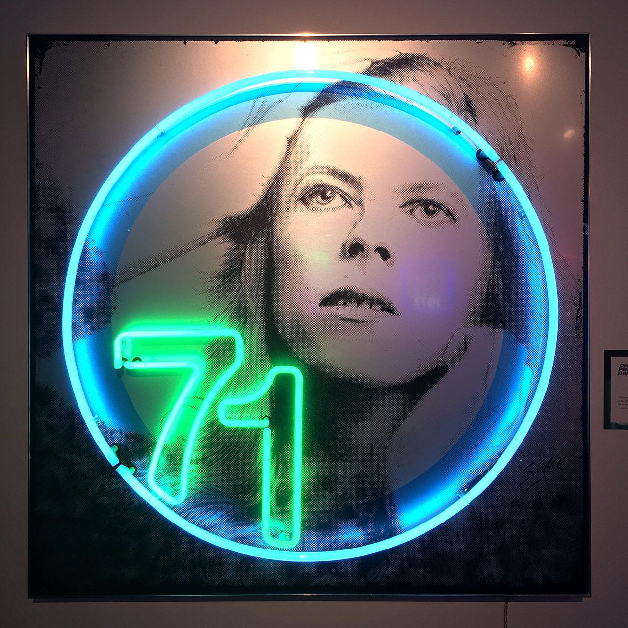 homenaje-david-bowie-neon-08