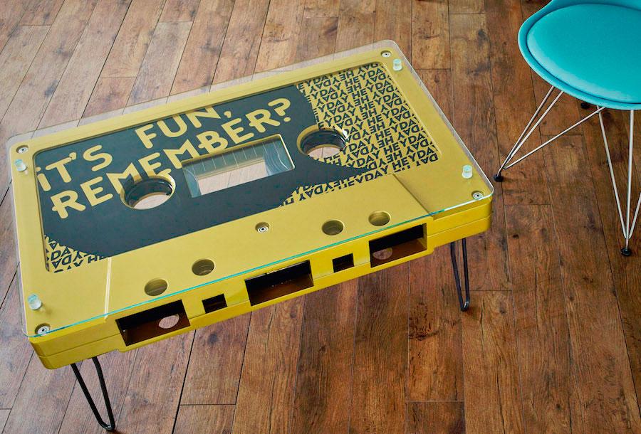 desayunando-en-una-cinta-de-cassette