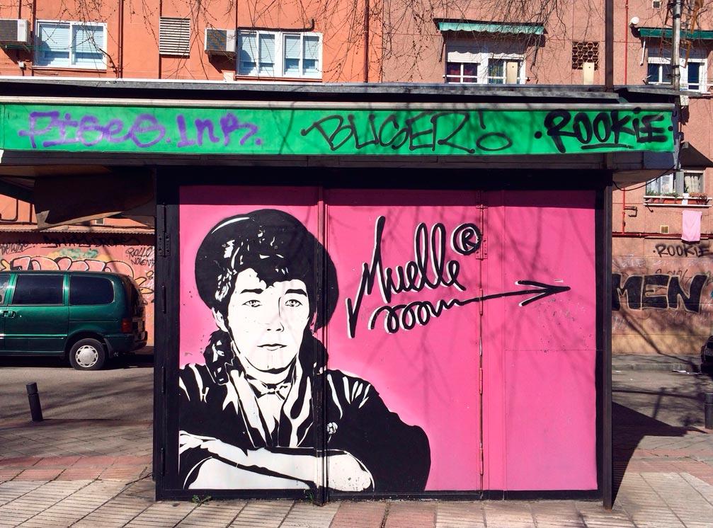 Homenaje al famoso graffitero en un kiosko de prensa