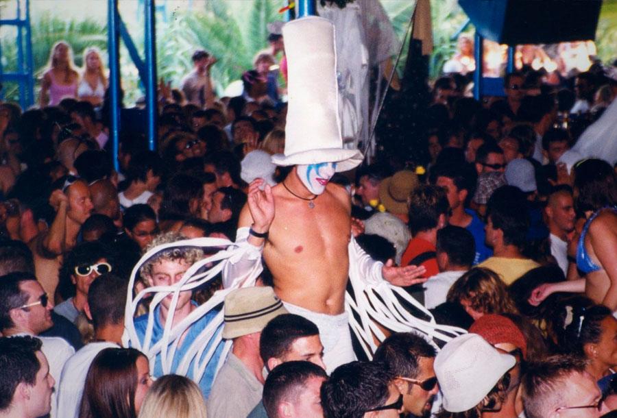 Irvine Welsh prepara una serie sobre la Ibiza de finales de los 80