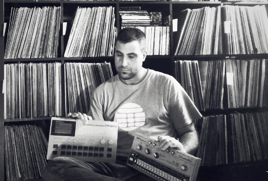 Juan Meneses, culto a la electrónica en vinilo