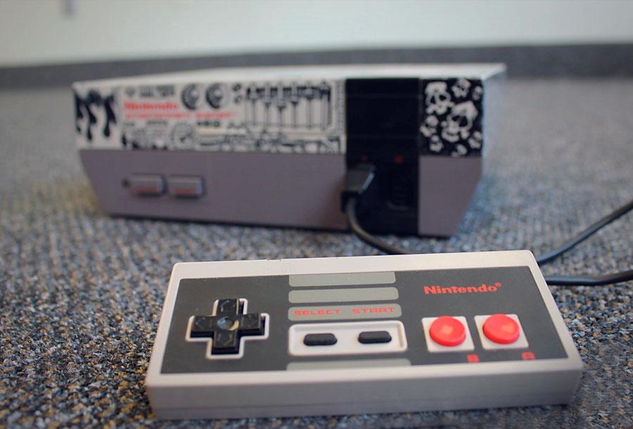 Vuelven los 80: Nintendo relanza su consola NES