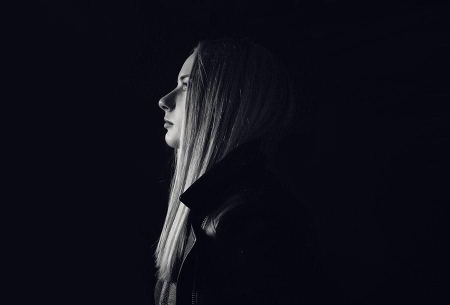 El techno etiqueta negra de Yulia Niko